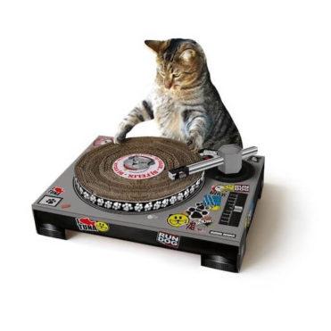 Rascador para gato en forma de tocadiscos