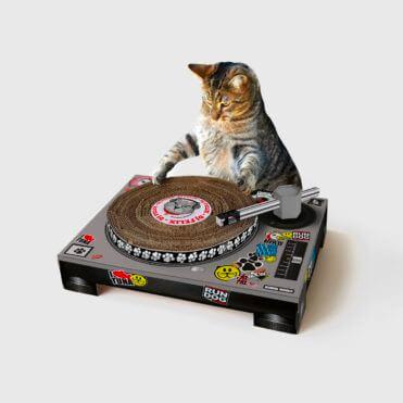 Rascador para gato en forma de tocadiscos DJ
